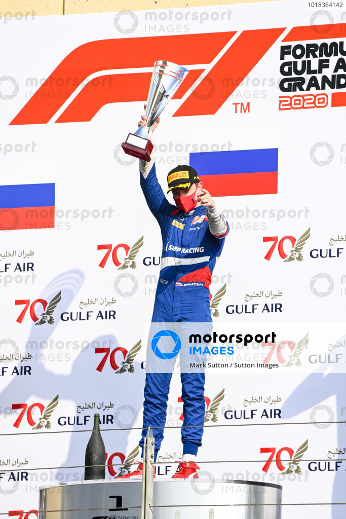 Race Winner Robert Shwartzman (RUS, PREMA RACING) celebrates on the podium with the champagne