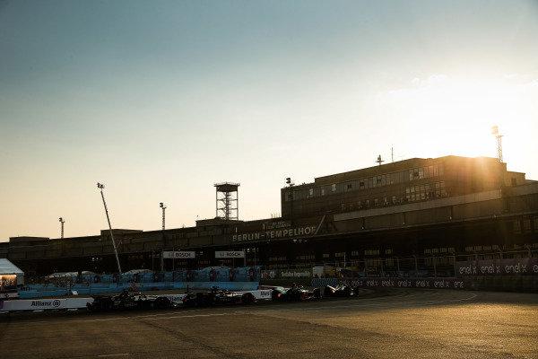 Nyck De Vries (NLD), Mercedes Benz EQ, EQ Silver Arrow 01 chases Sébastien Buemi (CHE), Nissan e.Dams, Nissan IMO2