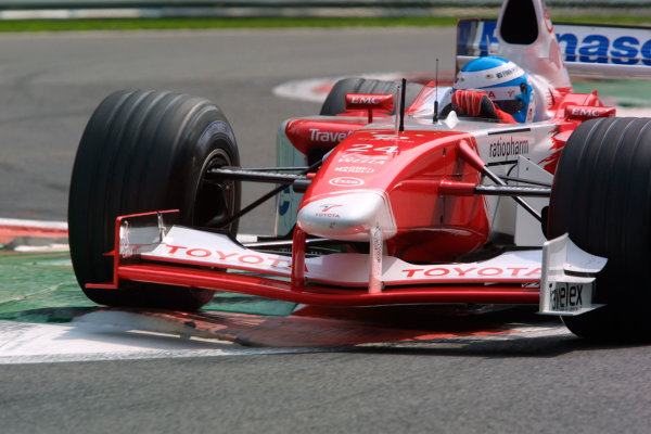 2002 Belgian Grand Prix - PracticeSpa-Francorchamps, Belgium. 30th August 2002.Mika Salo (Toyota TF102).World Copyright - LAT Photographicref: digital file only