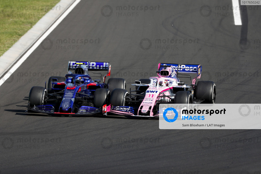 Daniil Kvyat, Toro Rosso STR14, battles with Sergio Perez, Racing Point RP19
