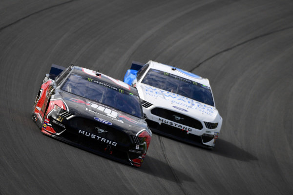 #21: Paul Menard, Wood Brothers Racing, Ford Mustang Master Techs/Quick Lane Tire & Auto Center, #6: Ryan Newman, Roush Fenway Racing, Ford Mustang Wyndham Rewards