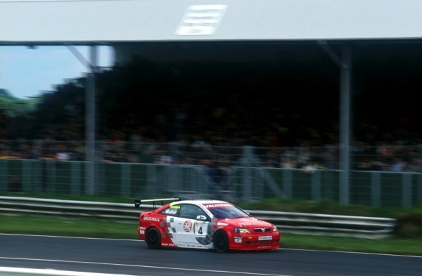 Yvan Muller took his Vauxhall Astra to victory in both races.British Touring Car Championship, Mondello Park, Ireland. 17 June 2001BEST IMAGE