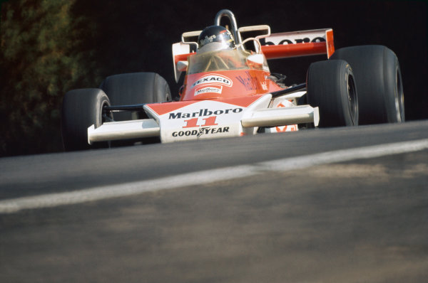 Mosport Park, Ontario, Canada. 1st - 3rd October 1976. James Hunt (McLaren M23-Ford), 1st position, action.  World Copyright: LAT Photographic.  Ref:  76 CAN 12.