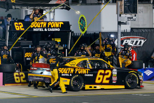 NASCAR XFINITY Series Drive for the Cure 300 Charlotte Motor Speedway, Concord, NC Saturday 7 October 2017 Brendan Gaughan, South Point Hotel & Casino Chevrolet Camaro pit stop World Copyright: Russell LaBounty LAT Images