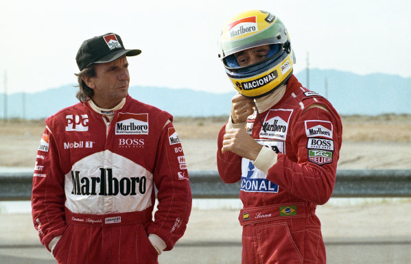 (L to R): Emerson Fittipaldi (BRA) talks to Ayrton Senna (BRA)before he goes testing the Penske Chevrolet PC22  Indycar for the first time.  Indycar Testing, Firebird Raceway, Phoenix, Arizona, USA, 23 December 1992.