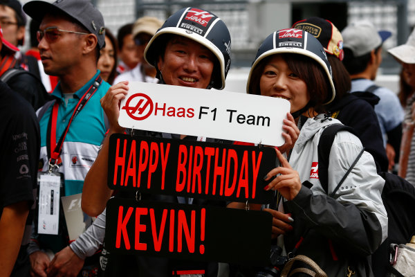 Suzuka Circuit, Japan. Thursday 05 October 2017. Fans with a birthday message for Kevin Magnussen, Haas F1. World Copyright: Andy Hone/LAT Images  ref: Digital Image _ONZ0576