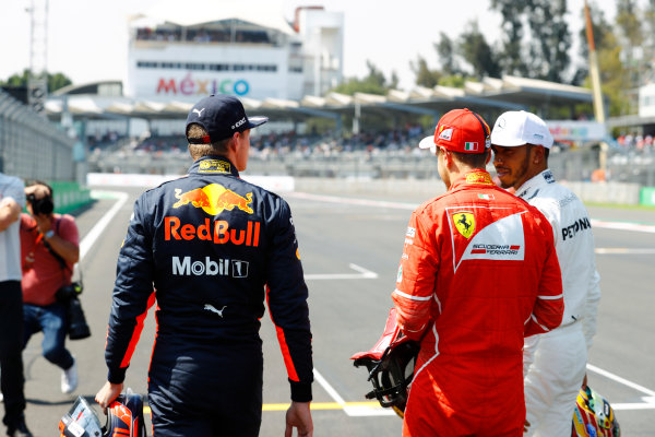Autodromo Hermanos Rodriguez, Mexico City, Mexico. Saturday 28 October 2017. Pole winner Sebastian Vettel, Ferrari, talks to Max Verstappen, Red Bull Racing, and Lewis Hamilton, Mercedes AMG.  World Copyright: Steven Tee/LAT Images  ref: Digital Image _R3I5489