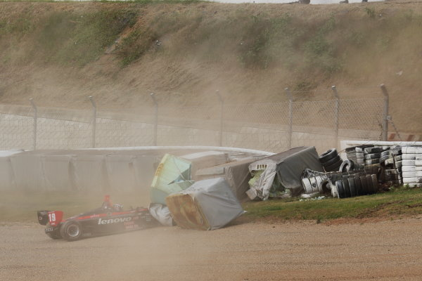 Sportsland Sugo, Japan. 28th - 29th September 2013. Rd 5. Joao Paulo Lima de Oliveira ( #19 Lenovo TEAM IMPUL ) Crash World Copyright: Yasushi Ishihara/LAT Photographic. Ref: 2013SF_Rd6_023