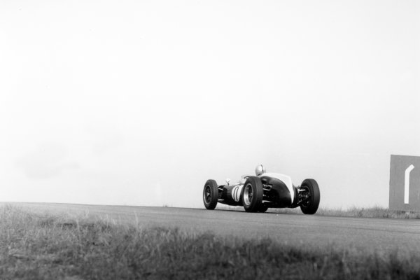 1960 Dutch Grand Prix.Zandvoort, Holland. 6 June 1960.Jack Brabham, Cooper T53-Climax, 1st position, action.World Copyright: LAT PhotographicRef: Autosport b&w print. Published: Autosport, 10/6/1960 p792