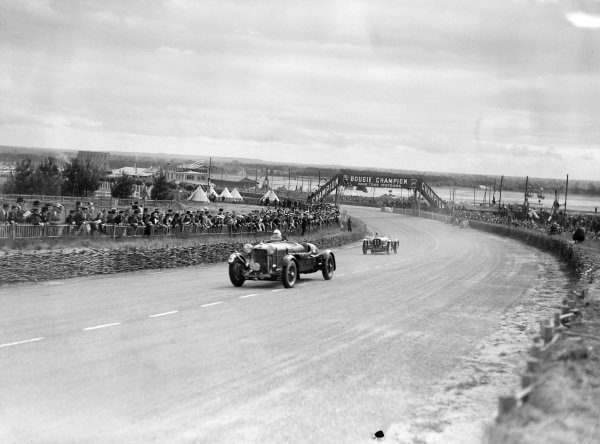 John Hindmarsh / Charles Brackenbury, A. W. Fox, Lagonda LG45, leads Laury Schell / René Carriere / Ecurie Bleue, Delahaye 135CS.