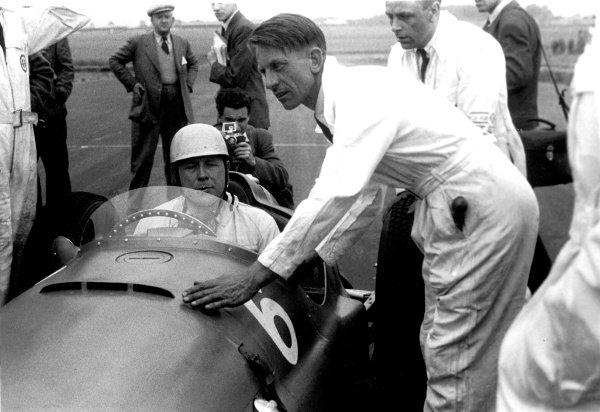 1951 British Grand Prix.Silverstone, England.12-14 July 1951.Reg Parnell (BRM P15) 5th position.ref: 4217B-9World Copyright - LAT Photographic