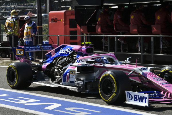 Lance Stroll, Racing Point RP19, returns to the pits without an engine cover in FP1