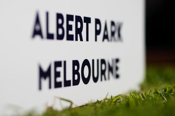 Albert Park, Melbourne, Australia. Tuesday 15 March 2016. Albert Park - Melbourne, sign World Copyright: Sam Bloxham/LAT Photographic. ref: Digital Image _L4R9690