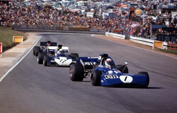 1972 South African Grand Prix.Kyalami, South Africa.2-4 March 1972.Jackie Stewart (Tyrrell 003 Ford) leads Mike Hailwood (Surtees TS9B Ford) and Emerson Fittipaldi (Lotus 72D Ford). Fittipaldi finished in 2nd position.Ref-72 SA 03.World Copyright - LAT Photographic