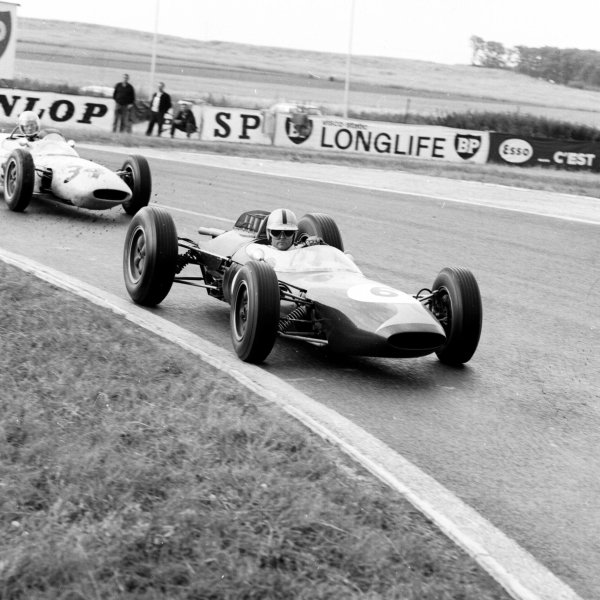 1963 French Grand Prix.Reims, France.28-30 May 1963.Jack Brabham (Brabham BT7 Climax) leads Jim Hall (Lotus 24 BRM). They finished in 4th and 11th positions respectively.Ref-20140.World Copyright - LAT Photographic