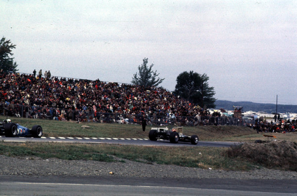 1968 United States Grand Prix.Watkins Glen, New York, USA.4-6 October 1968.Jo Siffert (Lotus 49B Ford) leads Jackie Stewart (Matra MS10 Ford). They finished in 5th and 1st positions respectively.Ref: 68 USA 46.World Copyright - LAT Photographic