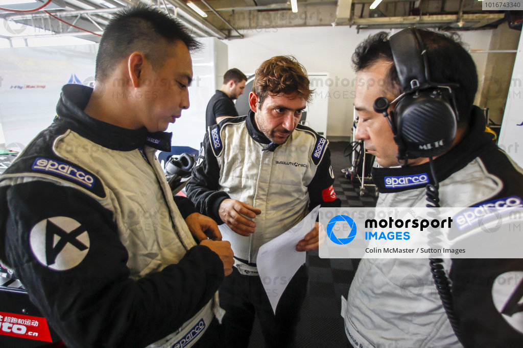 Absolute Racing mechanics at Blancpain GT Series Asia, Rd9 and Rd10, Shanghai, China, 23-24 September 2017.