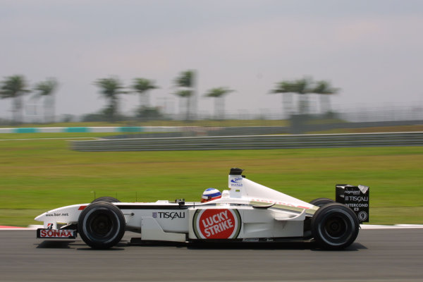 2001 Malaysian Grand Prix.Sepang, Kuala Lumpur, Malaysia. 16-18 March 2001.Olivier Panis (B.A R. 003 Honda).World Copyright - LAT Photographicref: 8 9MB DIGITAL IMAGE