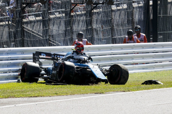 Robert Kubica, Williams FW42 crashes in qualifying