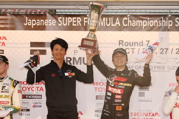 Winner Tomoki Nojiri ( #16 TEAM MUGEN ) with team director Shinji Nakano