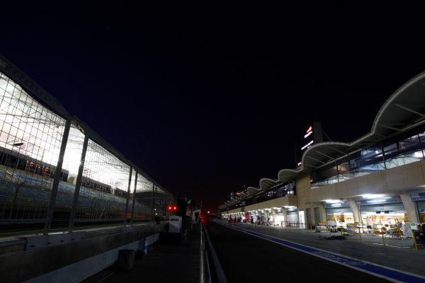 Bahrain International Circuit, Sakhir, Bahrain24th April 2009The  Pit lane by night. Technical. Atmosphere. World Copyright: Andrew Ferraro/LAT Photographicref: Digital Image _H0Y8746