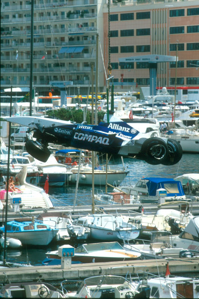 Monte Carlo, Monaco. 29th May 2001. The BMW Williams of Juan Pablo Montoya is lifted away off the track.World Copyright: Martyn Elford/LAT Photographic ref: 35mm Priority Image 01MON10