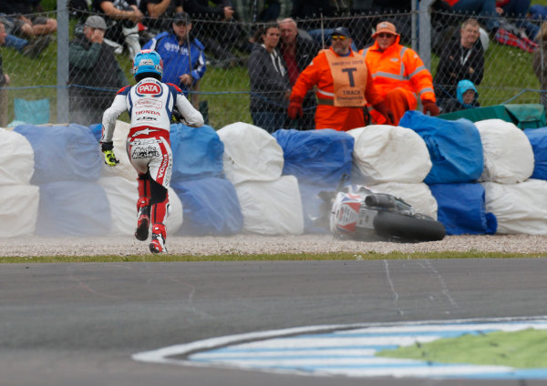 2015 World Superbike Championship.  Donington Park, UK.  23rd - 24th May 2015.  Michael van der Mark, Pata Honda, runs to recover his bike after crashing at the Esses.  Ref: KW7_5921a. World copyright: Kevin Wood/LAT Photographic