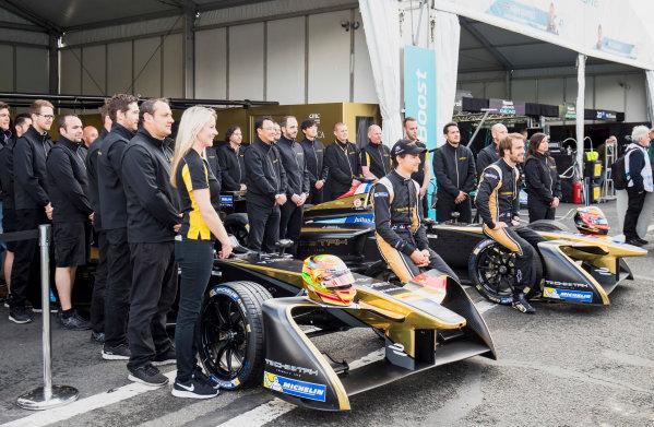 2016/2017 FIA Formula E Championship. Paris ePrix, Paris, France. Friday 19 May 2017. Esteban Gutierrez, (MEX) Techeetah, Spark-Renault, Renault Z.E 16, and Jean-Eric Vergne (FRA), Techeetah, Spark-Renault, Renault Z.E 16, pose for a picture with their team. Photo: Zak Mauger/LAT/Formula E ref: Digital Image _56I1445