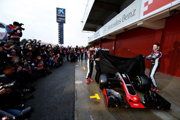 Circuit de Catalunya, Barcelona, Spain Monday 22 February 2016. Romain Grosjean, Haas F1, and Esteban Gutierrez, Haas F1, unveil the Haas VF-16 Ferrari. World Copyright: Glenn Dunbar/LAT Photographic ref: Digital Image _89P3862