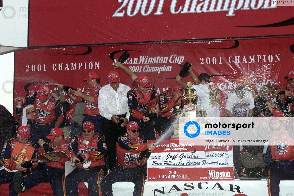 Jeff Gordon and his crew celebrate his fourth Winston Cup Championship. NASCAR Winston Cup Series, NAPA 500, Atlanta, USA, 17 November 2001.DIGITAL IMAGE