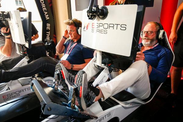 Yas Marina Circuit, Abu Dhabi, United Arab Emirates. Sunday 26 November 2017. Gordon Ramsay and Liam Cunningham try the E-Sports simulators. World Copyright: Andy Hone/LAT Images  ref: Digital Image _ONZ1111