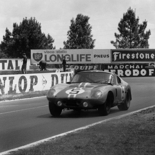 Le Mans, France. 20th - 21st June 1964.Bob Bondurant/Dan Gurney (AC Cobra Daytona), 4th position, action. World Copyright: LAT Photographic.Ref: 25062.