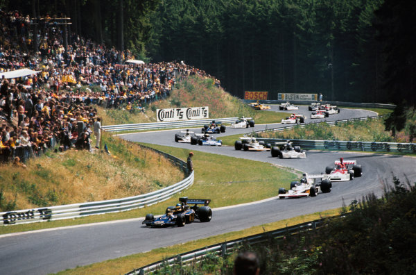 1973 German Grand Prix.  Nurburgring, Germany. 3-5th August 1973.  Ronnie Peterson (Lotus 72D-Ford) leads the field at the start.  Ref: 73GER73. World Copyright: LAT Photographic