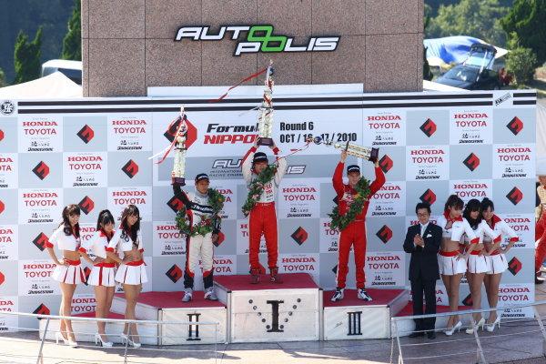Round 15 & 16. AUTOPOLIS, Japan. 16th - 17th October 2010.Rd 16 Winner Koki Saga ( #62 DENSO Team Le Beausset ) 2nd positiion Yuhi Sekiguchi ( #12 ThreeBond Racing ) 3rd position Alexandre Imperatori ( #2 TODA RACING ), podium. World Copyright:  Yasushi Ishihara/LAT Photographicref: 2010JF3_R16_013
