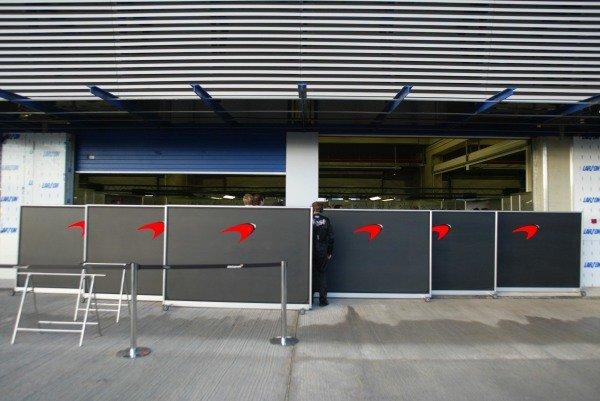 McLaren keep any new parts well hidden.Formula One Testing , 12 - 15 December 2002Jerez, Spain.DIGITAL IMAGE