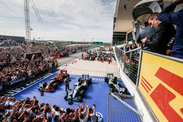 Circuit of the Americas, Austin Texas, USA. Sunday 23 October 2016. Crowds gather at the podium after the race. World Copyright: Andrew Ferraro/LAT Photographic ref: Digital Image _FER1757