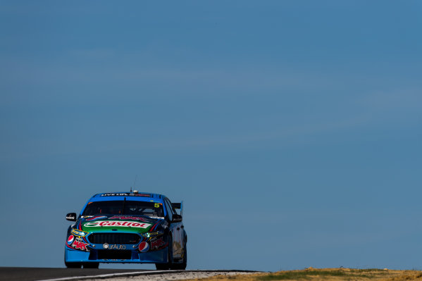 2015 V8 Supercars Round 3. Perth Super Sprint, Barbagallo Raceway, Western Australia, Australia. Friday 1st May - Sunday 3rd May 2015. Mark Winterbottom drives the #5 Prodrive Racing Australia Ford FG X Falcon  World Copyright: Daniel Kalisz/LAT Photographic Ref: Digital Image V8SC15_PERTHR3_DKIMG1285.JPG