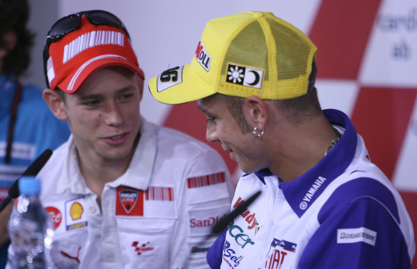 2008 MotoGP Championship - Czech RepublicBrno, Czech Republic. 14th - 17th August 2008.Casey Stoner Ducati Marlboro Team offers his hand and an olive branch to Valentino Rossi to apologize for his post race comments after losing the Laguna Seca race to his great rival .World Copyright: Martin Heath / LAT Photographicref: Digital Image BPI_Moto 5jti