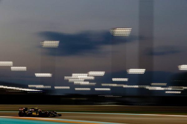 Yas Marina Circuit, Abu Dhabi, United Arab Emirates. Friday 27 November 2015. Pastor Maldonado, Lotus E23 Mercedes. World Copyright: Charles Coates/LAT Photographic ref: Digital Image _99O7385