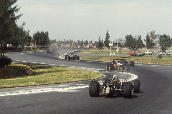 1968 Mexican Grand Prix.  Mexico City, Mexico. 1st-3rd November 1968.  Jo Bonnier, Honda RA301, follows Jacky Ickx, Ferrari 312.  Ref: 68MEX76. World Copyright: LAT Photographic