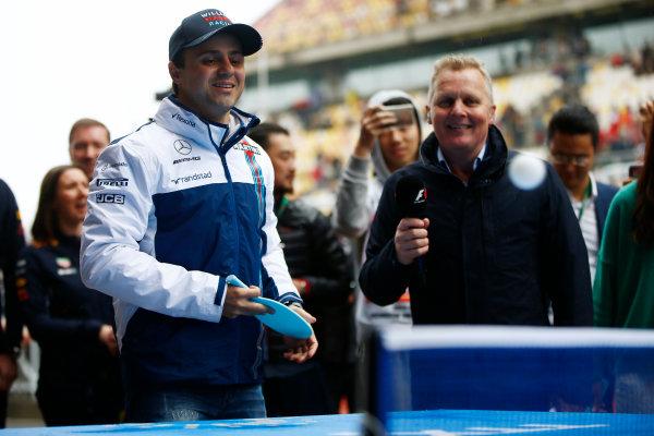Shanghai International Circuit, Shanghai, China.  Sunday 09 April 2017. Felipe Massa, Williams Martini Racing, plays table tennis, watched by Johnny Herbert. World Copyright: Andy Hone/LAT Images ref: Digital Image _ONZ5712