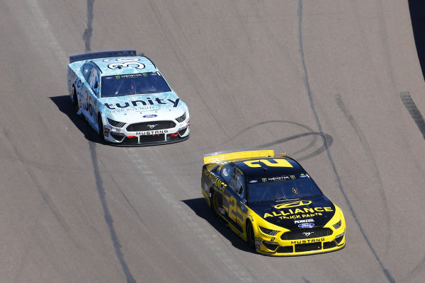 #2: Brad Keselowski, Team Penske, Ford Mustang Alliance Truck Parts and #36: Matt Tifft, Front Row Motorsports, Ford Mustang Surface Sunscreen / Tunity