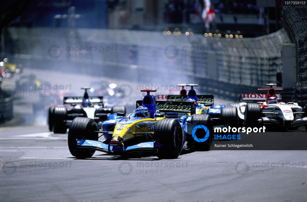 Jarno Trulli, Renault R24 leads Fernando Alonso, Renault R24 at the start.