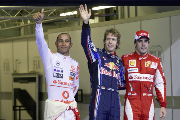 The fastest three qualifiers: on the left hand second position Lewis Hamilton, pole sitter Sebastian Vettel in the middle and third position Fernando Alonso on the right.