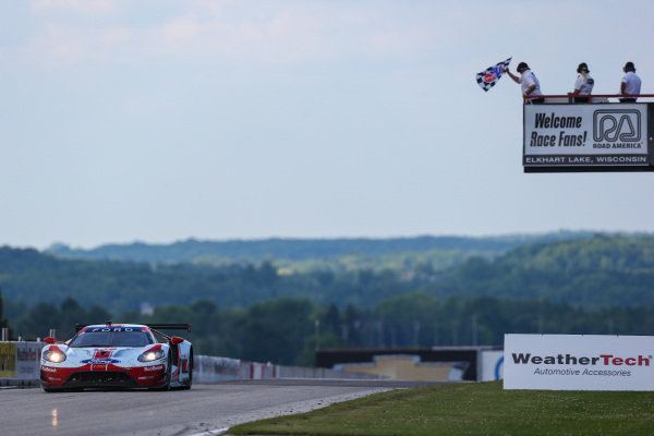 #67 Ford Chip Ganassi Racing Ford GT, GTLM: Ryan Briscoe, Richard Westbrook, Checkered Flag