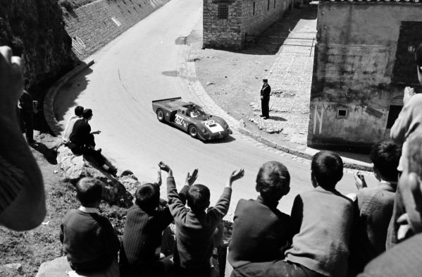 Nino Vaccarella / Andrea de Adamich, Autodelta, Alfa Romeo T33/2.