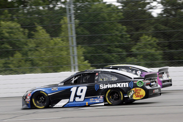 #18: Kyle Busch, Joe Gibbs Racing, Toyota Camry M&M's Mini's