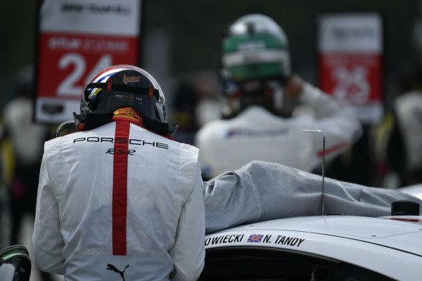 #911 Porsche GT Team Porsche 911 RSR - 19, GTLM:  Fred Makowiecki and #24 BMW Team RLL BMW M8 GTE, GTLM: Jesse Krohn
