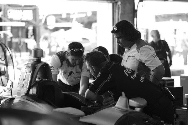 James Hinchcliffe, Arrow Schmidt Peterson Motorsports Honda, garage, crew, Honda engineers