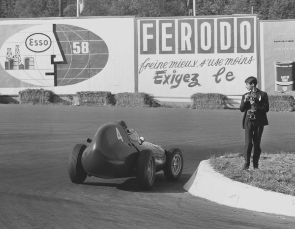 1958 Belgian Grand Prix.Spa-Francorchamps, Belgium.13-15 June 1958.Tony Brooks (Vanwall) 1st position at La Source Hairpin. Ref-2075B/W.A Race Through Time exhibition number 82.World Copyright - LAT Photographic